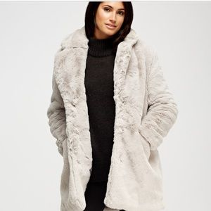 ❄️25% Off❄️$45 Faux fur coat